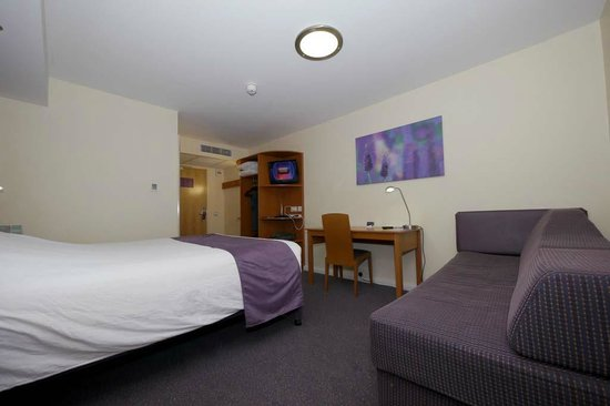 Premier Inn Cambridge (A14, J32) Hotel: Room 509, looking towards entry.
