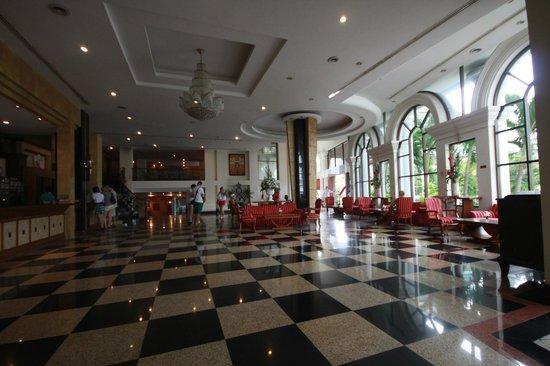 The Camelot Hotel Pattaya: Lobby