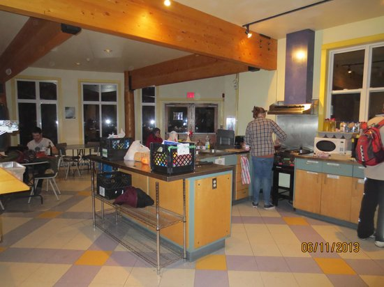HI-Banff Alpine Centre: The kitchen