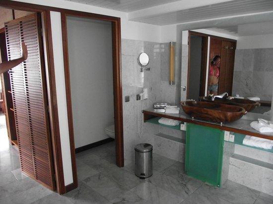 L'Escapade Island Resort : salle de bain