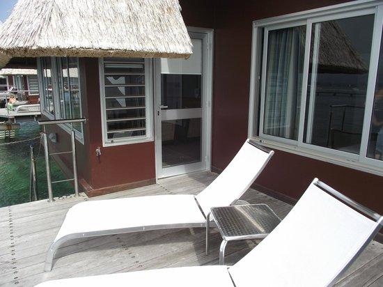 L'Escapade Island Resort: deck bungalow