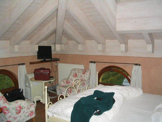 Locanda Castagnola: une des chambre sous le toit