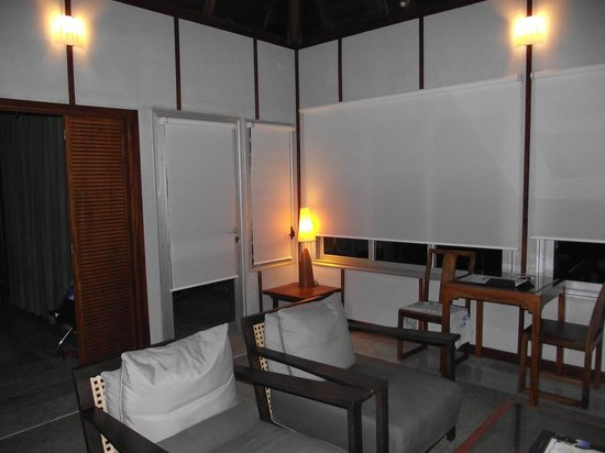 L'Escapade Island Resort: salon ( soir )