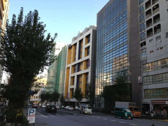 Citadines Shinjuku Tokyo: the blue-yellow hotel is the Citadines Shinjuku