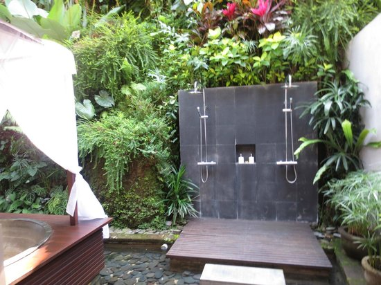 Maya Ubud Resort & Spa : spa private bath and shower