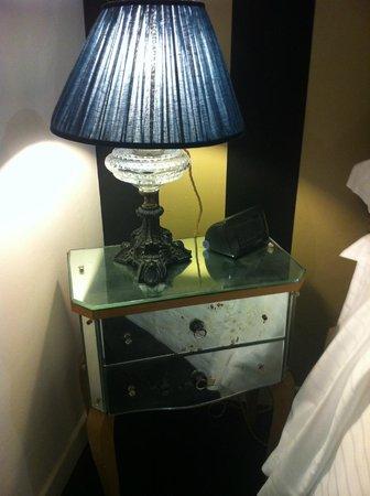 Hotel Cellai: table de nuit vintage!!