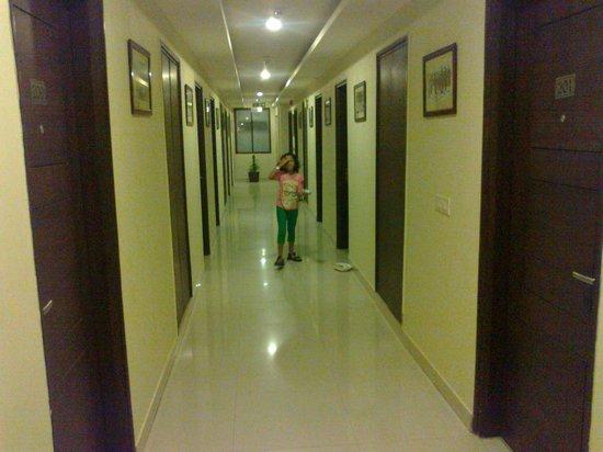 Classic Diplomat - New Delhi: Corridor
