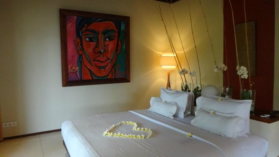 Qunci Villas Hotel: Very well appointed rooms & comfy bedding