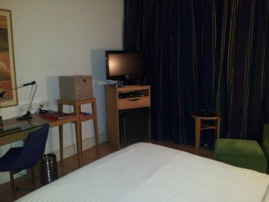The Park Chennai: room .. tv with lotta Hindi and english channels unusual in chennai