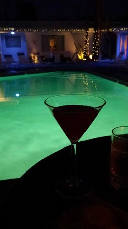Palm Springs Rendezvous : Cocktail hour by the pool!