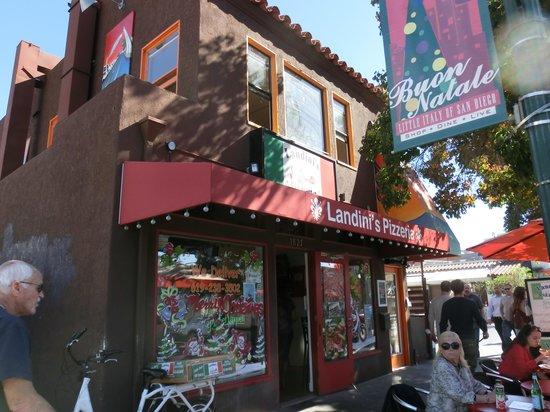 Landini's Pizzeria : お店の外観