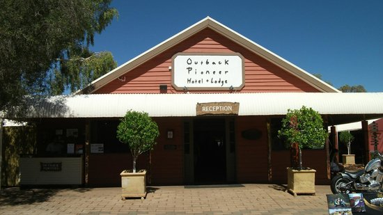 Outback Pioneer Hotel & Lodge, Ayers Rock Resort: Front view