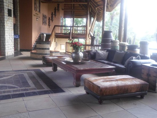 The David Livingstone Safari Lodge & Spa: Entrance lounge where you wait for your taxi or shuttles