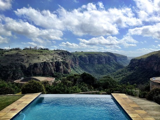 The Gorge Private Game Lodge & Spa: Infiniti pool with stunning view!