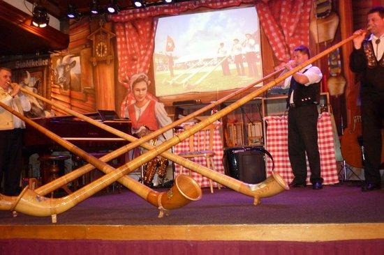 Stadtkeller Swiss Folklore Restaurant: The Alphorn players