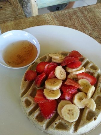 Land's End Cafe: Gluten Free Waffle with Fruit!