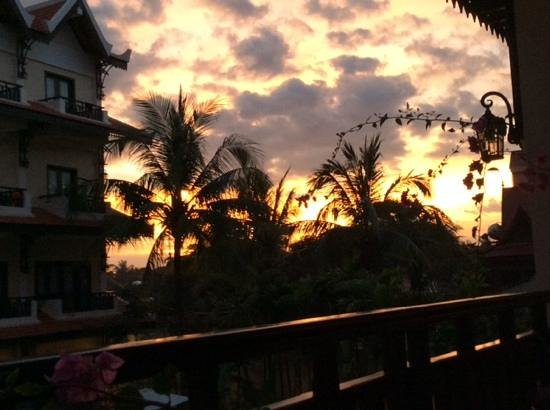 Saem Siemreap Hotel: sunset from balcony