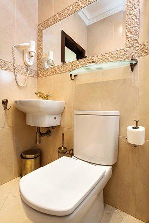 Kuznetskiy Inn Hotel : Bathroom
