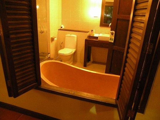 Kata Palm Resort & Spa: Room #2 Bath area