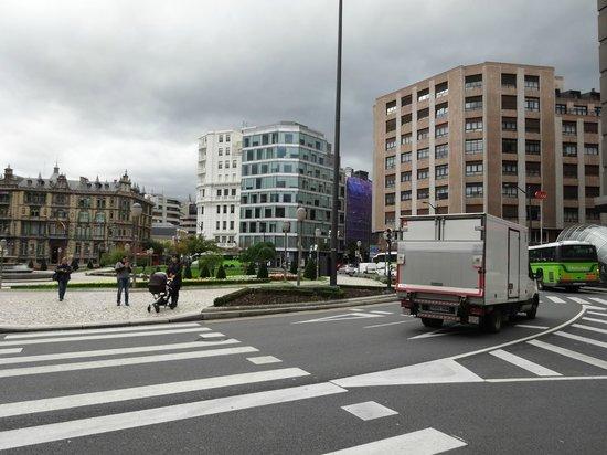 Plaza Moyúa: Plaza Moyua 周りの建物