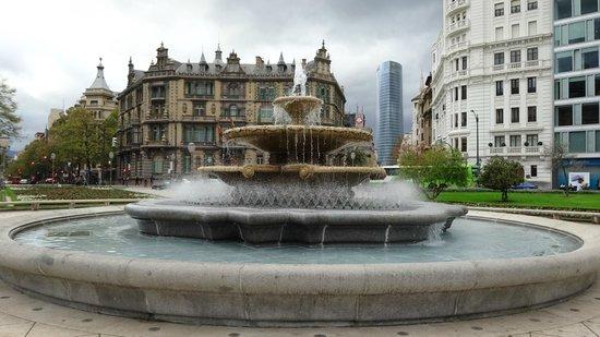 Plaza Moyúa: Plaza Moyua 中央の噴水