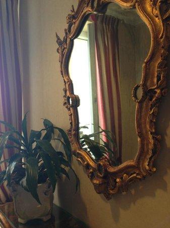 Hotel Nazionale: Зеркало в холле