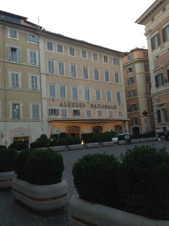 Hotel Nazionale: Вид на отель с площади Montecitorio