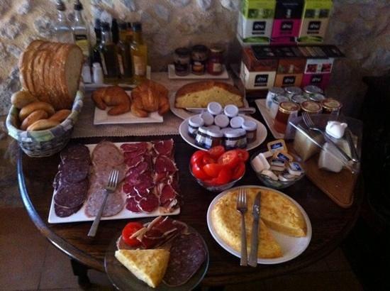 Mas del Joncar: Mesa de desayuno
