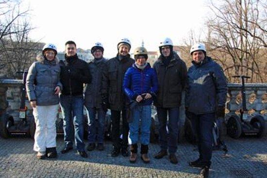 Segway Tour Munich: Kurze Pause beim Friedensengel - alle glücklich!