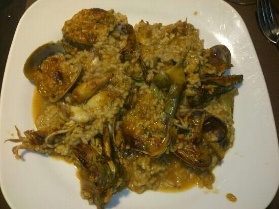 Cal Brualla: arròs amb carxofes i calamarcets