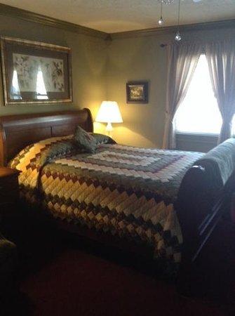 Los Gatos Bed & Breakfast : sage room