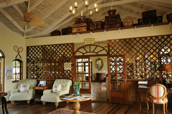Bequia Beach Hotel Luxury Boutique Hotel & Spa: Reception reading room