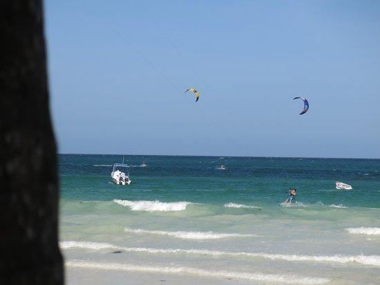 Galu Sea Lodge -Tamani : kitesurfing at the end of the plot
