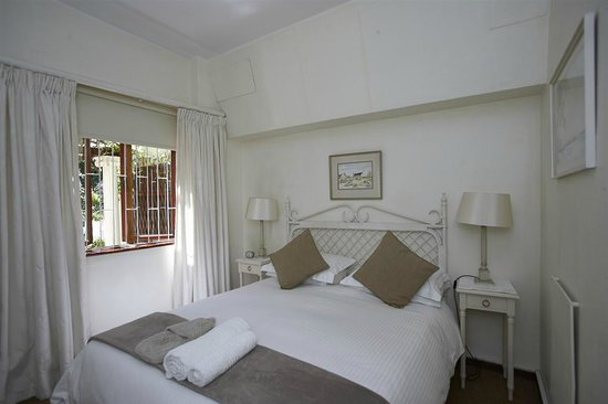 Valley Heights Guest House: Flat Bedroom