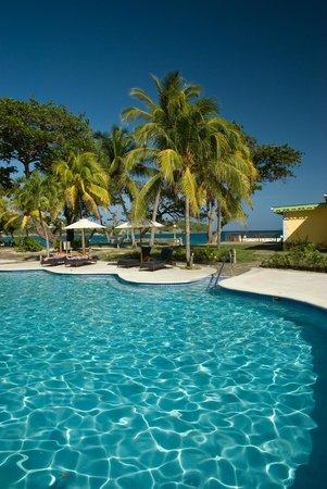Bequia Beach Hotel: Main Pool area