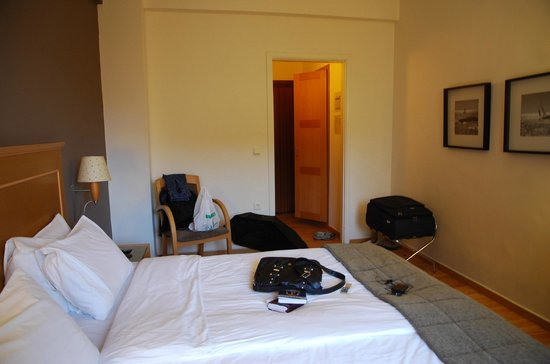 Plaka Hotel: Room