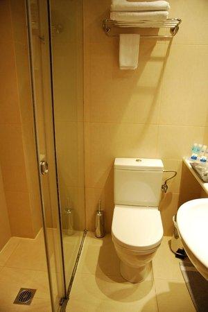 Plaka Hotel: Bathroom
