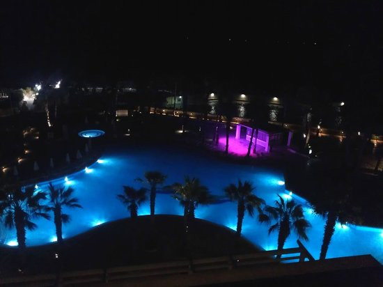 Hilton Malta: Night view from the Executive Lounge Terrace