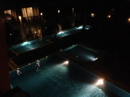 Ananta Burin Resort: Anata Burin pool view at night