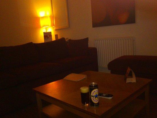 Premier Apartments Newcastle: Living room