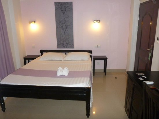 Angkor International Hotel: Clean spacious room