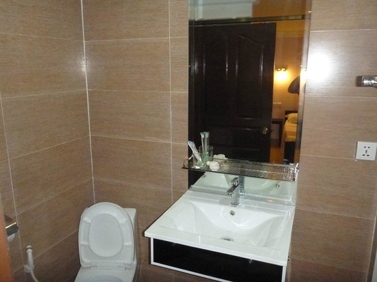 Angkor International Hotel: Excellent bathroom