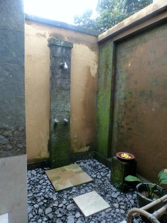The Sungu Resort & Spa: Outdoor shower!
