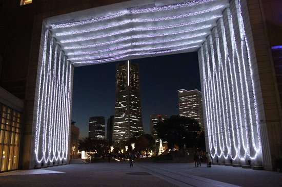 Kishamichi Promenade: ナビオスとランドマークタワー