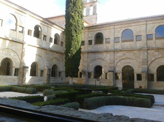 Hotel Abadia Retuerta Le Domaine: Claustro