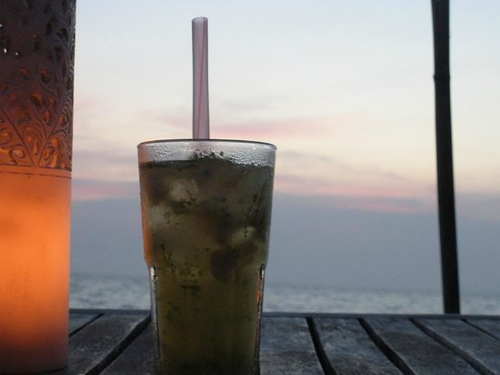 Mango Bay Resort: Dining on the beach