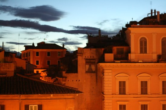 Pantheon Royal Suite: Sunrise over Rome from our balcony