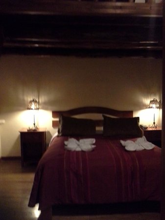 Apu Huascaran Hostal: Cama