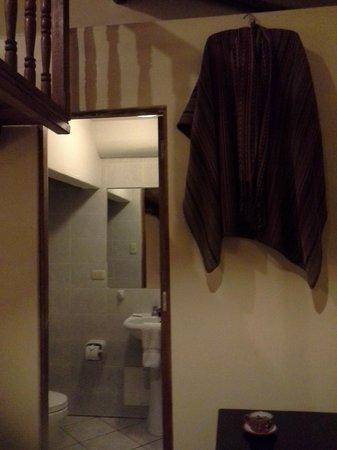 Apu Huascaran Hostal: Banheiro