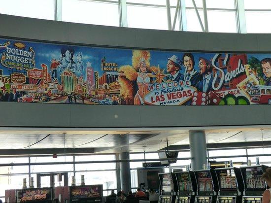 Aéroport international de McCarran : 古き良きラスベガスの有名人とスロットマシン(空港内)